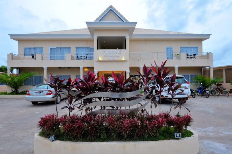 indochina-travel-cambodia-koh-kong-bay-hotel-koh-kong-front-view